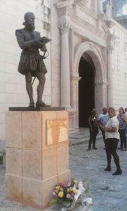 Segunda estatua del escritor de El Ingenioso hidalgo Don Quijote de la Mancha en el capitalino municipio de La Habana Vieja